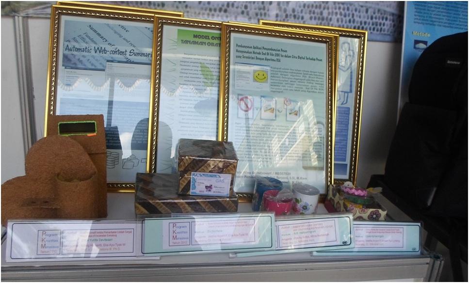 Surakarta- Beberapa hasil PKM (Program KreativitasMahasiswa) yang ditampilkan di stand FMIPA dalam acara Pameran Ilmiah dan Seni sebagai peringatan Dies Natalis Ke-38 UNS Selasa (11/3).