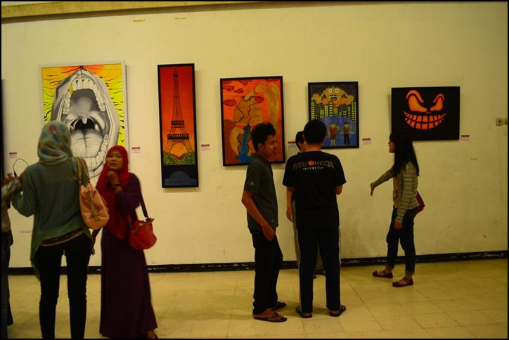 Antusiasme beberapa pengunjung pameran