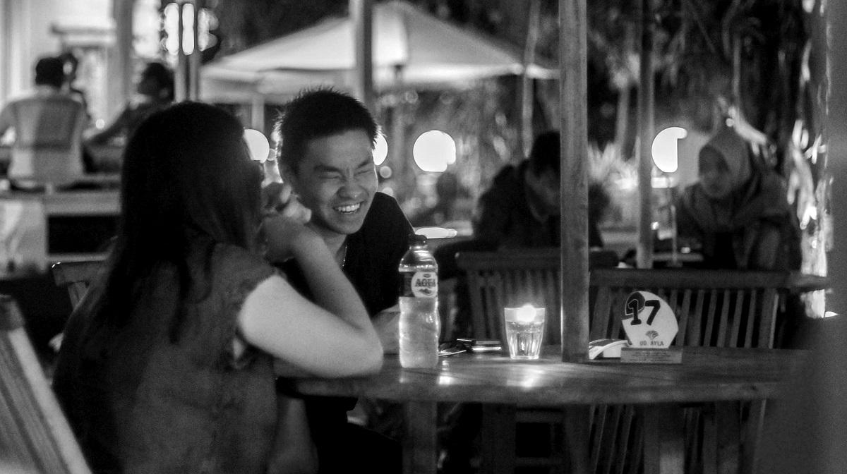 Pacaran. Beberapa orang memilih untuk pacaran agar mendapatkan pengaruh positif, seperti motivasi (Foto: Fajar Andi/LPM Kentingan)